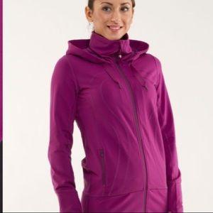 Lululemon stride jacket in dew berry colour